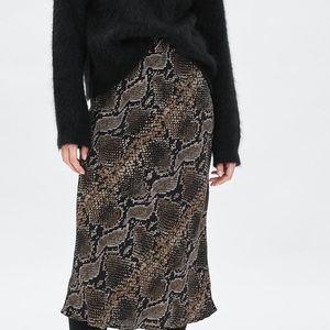 Zara NWT Snakeskin Skirt Size M